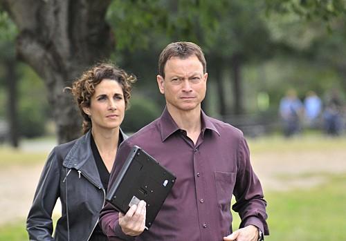 CSI New York: Gary Sinise e Melina Kanakaredes nell'episodio Manhattanhenge
