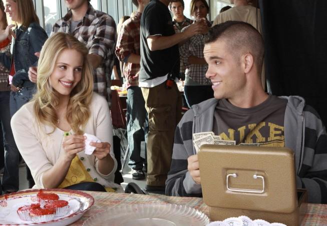 Glee: Dianna Agron e Mark Salling nell'episodio Wheels