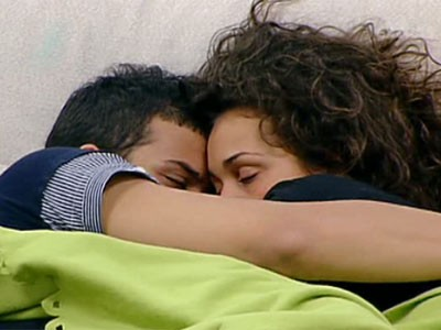 Grande Fratello 10: effusioni tra Carmen Andolina e Marco Mosca