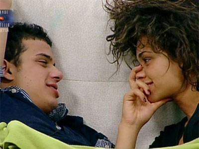 Grande Fratello 10: prime effusioni tra Carmen e Marco