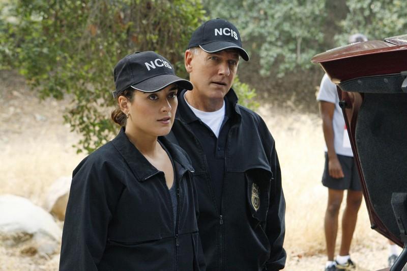 L'Agente Speciale Gibbs (Mark Harmon) e l'Agente David (Cote de Pablo) nell'episodio Endgame di Navy NCIS