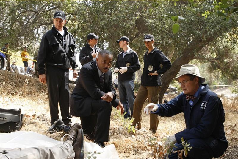 La squadra sulla scena del crimine nell'episodio Endgame di Navy NCIS