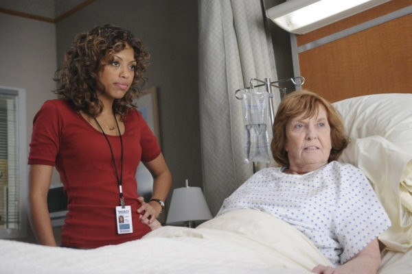 Mercy: Jaime Lee Kirchner ed Anne Meara in una scena tratta dall'episodio The Last Thing I Said Was