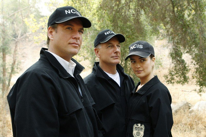 Michael Weatherly, Mark Harmon e Cote de Pablo in una scena dell'episodio Endgame di Navy NCIS