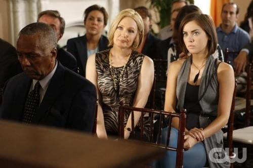 Ann Gillespie e Jessica Stroup nell'episodio Environmental Hazards di 90210