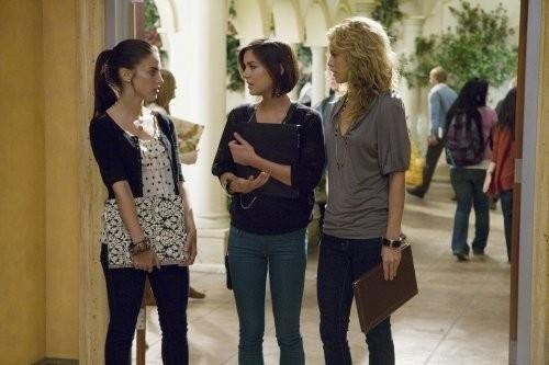 AnnaLynne McCord, Jessica Stroup e Jessica Lowndes nell'episodio Wild Alaskan Salmon di 90210