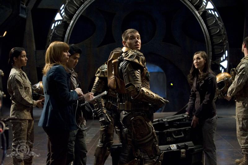 Brian J. Smith con tuta spaziale nell'episodio Water di Stargate Universe