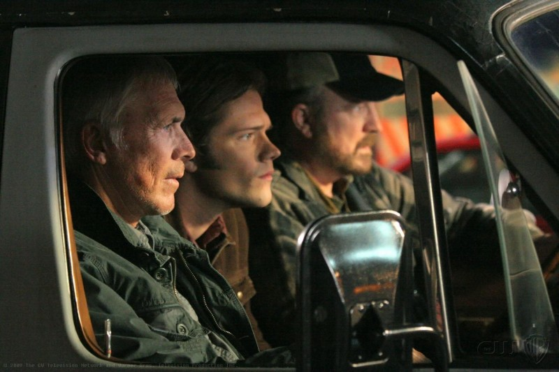 Chad Everett, Jared Padalecki e Jim Beaver nell'episodio The Curious Case of Dean Winchester di Supernatural
