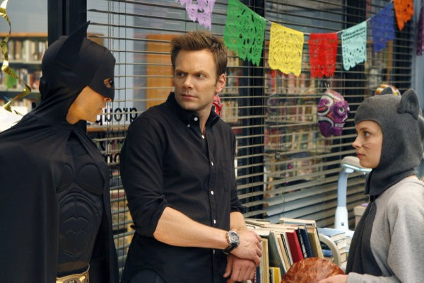 Community: Joel McHale, Danny Pudi e Gillian Jacobs nell'episodio Introduction to Statistics