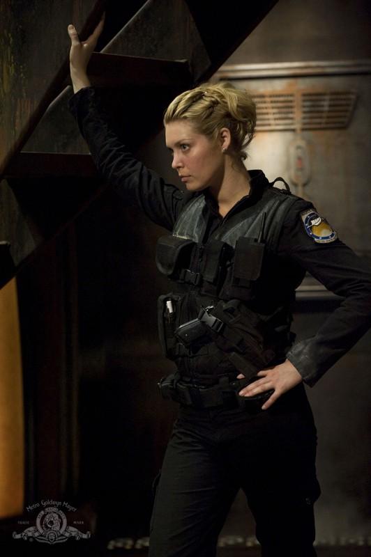 Il Tenente Tamara Johansen (Alaina Kalanj) nell'episodio Water di Stargate Universe