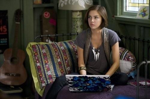 Jessica Stroup nell'episodio Wild Alaskan Salmon di 90210