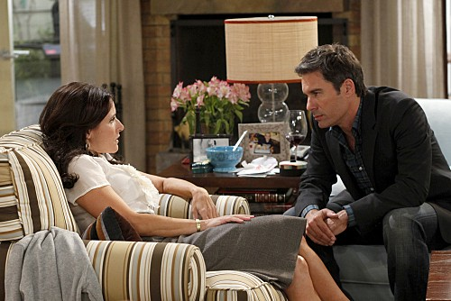 La complicata vita di Christine: Eric McCormack e Julia Louis-Dreyfus in una scena dell'episodio Nuts