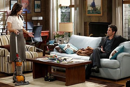 La complicata vita di Christine: Eric McCormack e Julia Louis-Dreyfus nell'episodio Nuts
