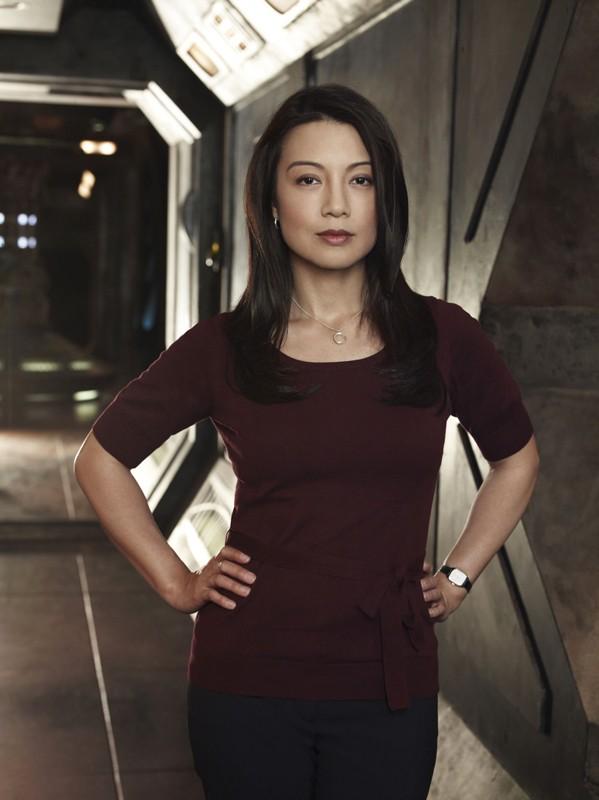 Ming-Na è Camille Wray in una foto promo della prima stagione di Stargate Universe