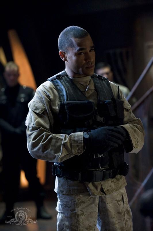 Ronald Greer (Jamil Walker Smith) nella puntata Water di Stargate Universe