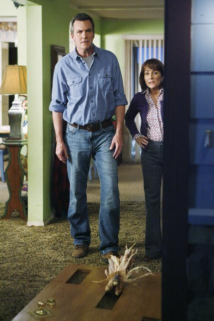 The Middle: Neil Flynn e Patricia Heaton nell'episodio The Front Door