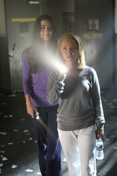 Hayden Panettiere e Madeline Zima in una scena di Strange Attractors, dalla quarta stagione di Heroes