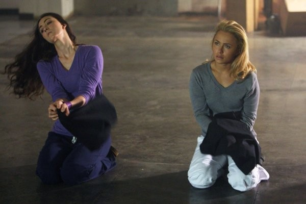Hayden Panettiere e Madeline Zima in una scena tratta da Strange Attractors della quarta stagione di Heroes