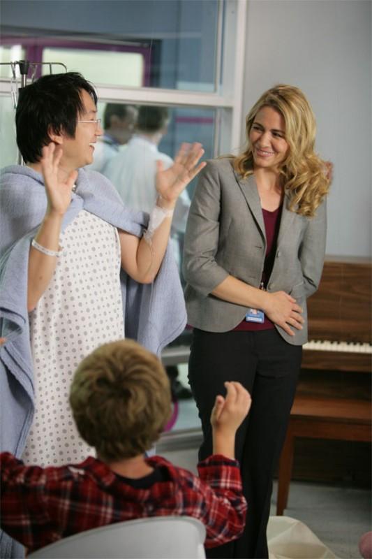 Masi Oka e Deanne Bray in una scena di Tabula Rasa dalla quarta stagione di Heroes