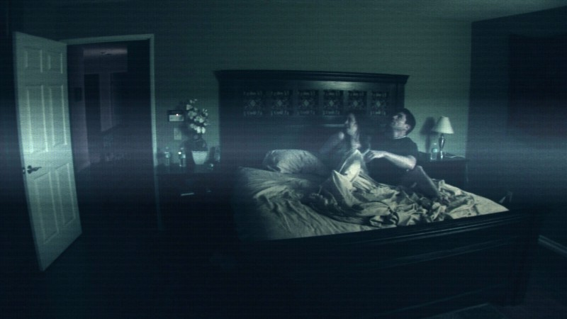 Una sequenza dell'horror Paranormal Activity (2007) con Micah Sloat e Katie Featherston