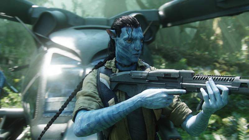 Jake Sully con i tratti di un Na'vi chiamato Avatar, in una scena dell'omonimo film