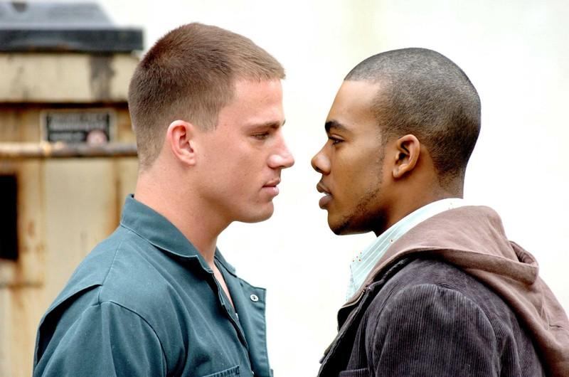 Channing Tatum e Mario faccia a faccia in una scena del film Step Up