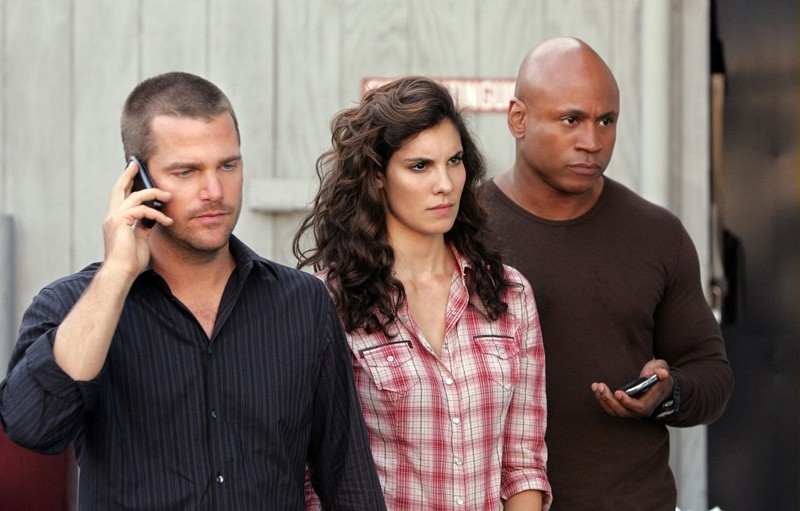 Chris O'Donnell, Daniela Ruah e LL Cool J in una scena dell'episodio Keepin' it Real di NCIS: Los Angeles