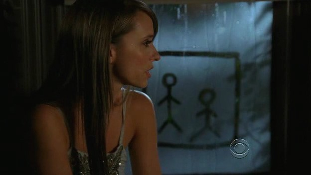 Ghost Whisperer: Jennifer Love Hewitt in una sequenza di 'Cause for Alarm', episodio della stagione 5