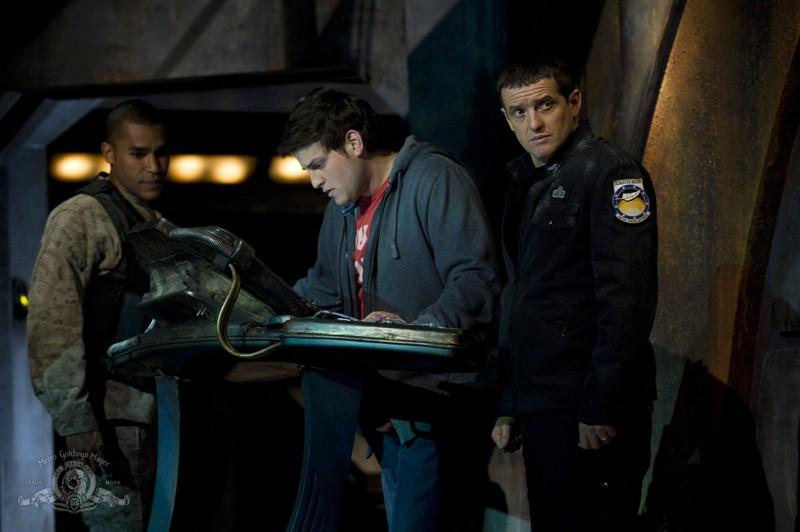 Jamil Walker Smith, David Blue e Justin Louis nell'episodio Water di Stargate Universe