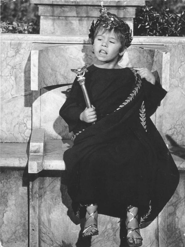 Loris Loddi interpreta il piccolo Cesarione nel kolossal Cleopatra.