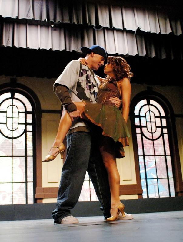 Channing Tatum e Jenna Dewan in una sequenza di Step Up