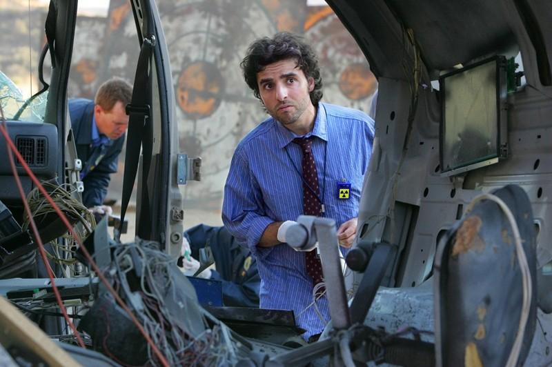 Charlie (David Krumholtz) durante l'indagine nell'episodio Dreamland di Numb3rs