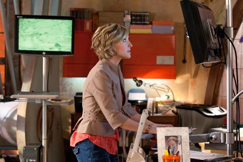 Chloe (Allison Mack) lavora al suo computer nell'episodio Kandor di Smallville