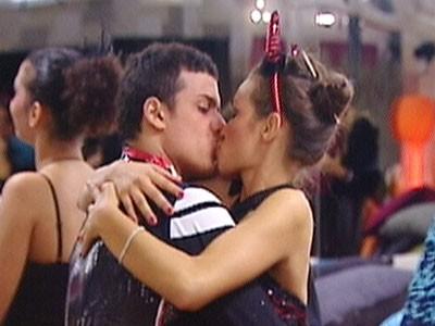 Grande Fratello 10: baci in maschera per Carmen Andolina e Marco Mosca