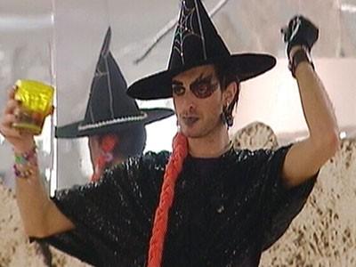 Grande Fratello 10 - Maicol vestito da 'strega violentata'