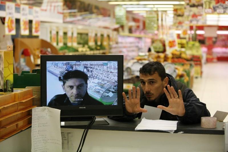 Il regista Alessandro Angelini sul set di Alza la testa
