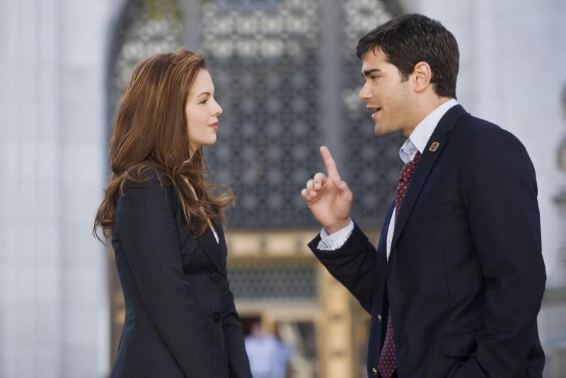 Jesse Metcalfe con Amber Tamblyn in una immagine del film Un alibi perfetto.