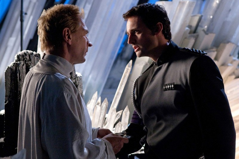 Jor-El (Julian Sands) e Zod (Callum Blue) discutono in una scena dell'episodio Kandor di Smallville
