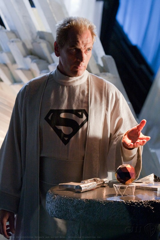 Julian Sands è Jor-El in una scena dell'episodio Kandor di Smallville