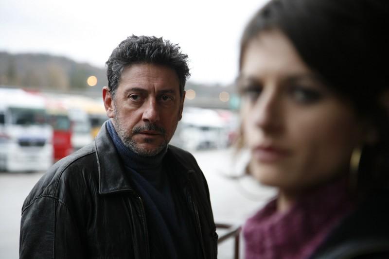 Sergio Castellitto con Anita Kravos in una immagine del film Alza la testa