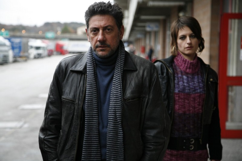 Sergio Castellitto e Anita Kravos in una immagine del film Alza la testa
