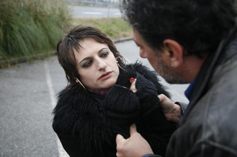 Sergio Castellitto insieme ad Anita Kravos in una sequenza del film Alza la testa