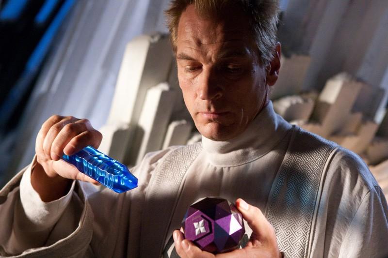 Un primo piano di Julian Sands nel ruolo di Jor-El nell'episodio Kandor di Smallville