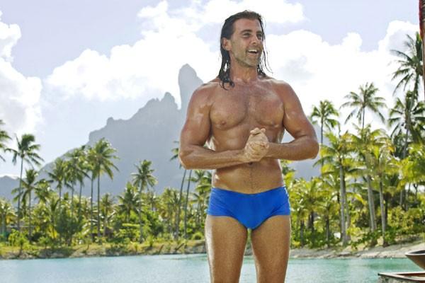 Carlos Ponce nel film L'isola delle coppie