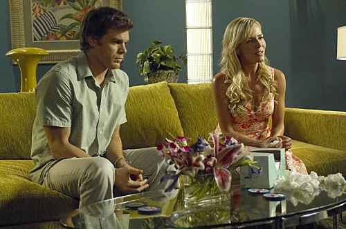 Dexter: Michael C. Hall e Julie Benz nell'episodio If I Had a Hammer