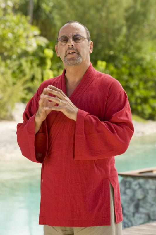 Jean Reno nella commedia L'isola delle coppie (Couples Retreat)