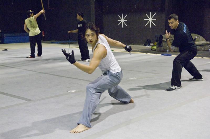 L'attore e popstar Rain si prepara ad una sequenza del film Ninja Assassin