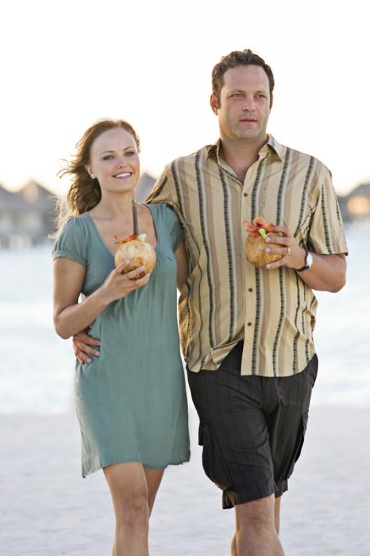 Malin Akerman e Vince Vaughn si rilassano (per modo di dire) sull'isola delle coppie