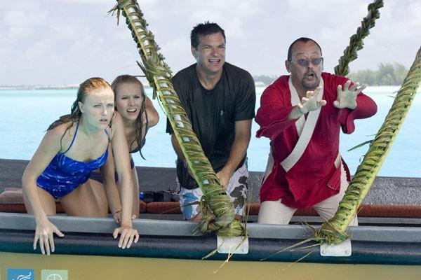 Malin Akerman, Kristen Bell, Jason Bateman e Jean Reno nella commedia L'isola delle coppie (Couples Retreat)