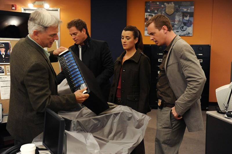 Mark Harmon, Michael Weatherly, Cote de Pablo e Sean Murray in un momento dell'episodio Power Down di Navy NCIS